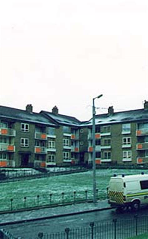 Glasgow Guide: Images: Easterhouse Traditional Tenements