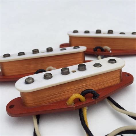 Electric guitar sound: how does a pickup work? – The Pulse